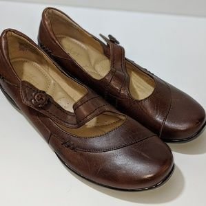 Shoes - Strictly Comfort Brown Leather Mary Janes Size 9.5